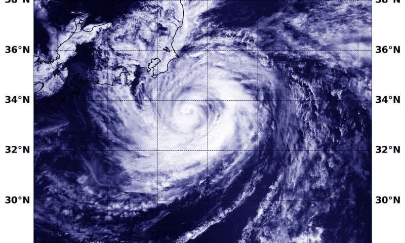 NASA-NOAA's Suomi NPP satellite find Typhoon Shanshan near Japan's coast