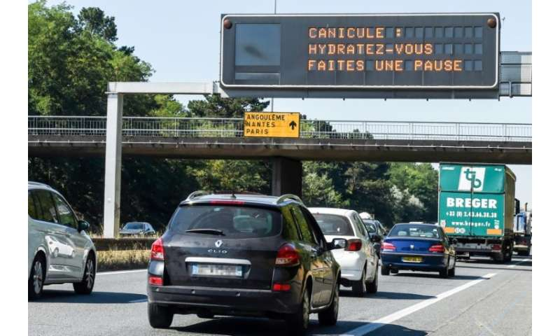 "A road sign displays the message ""heatwave warning, hydrate yourself and take breaks"" near Bordeaux, southwestern Fran"