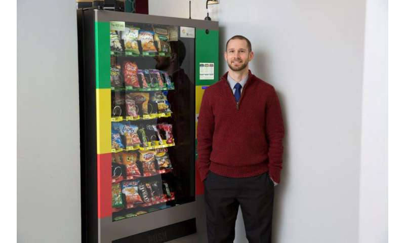 Delayed delivery at vending machines prompts healthier snack choices