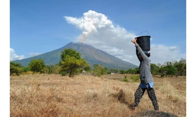 Bali S Agung Volcano Spews Ash In Fresh Eruption