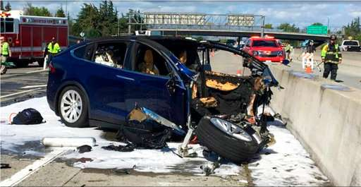 Feds: Tesla accelerated, didn't brake ahead of fatal crash