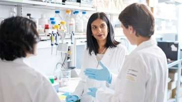 Female biology – two X chromosomes and ovaries – extends life and protects mice from aging