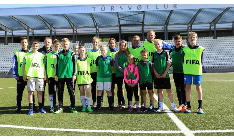 Football training in school greatly improves girls' fitness and health