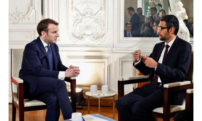 """French President Emmanuel Macron (L) talks with Google CEO Sundar Pichai during the """"Choose France"""" summit at the Chat"""