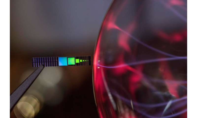 Generating electrical power from waste heat