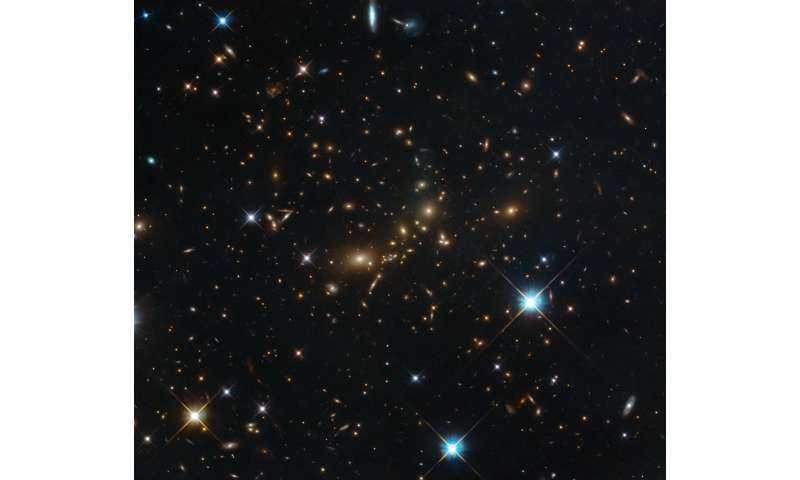 Hubble catches a colossal cluster
