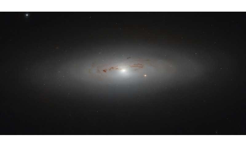 Hubble peers into a galaxy's dusty haze
