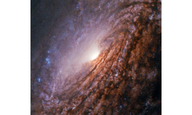 ***Hubble sets sights on a galaxy with a bright heart