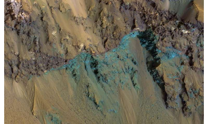 Image: Exposed bedrock on the Red Planet's hale crater