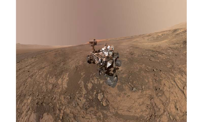 Image: Mount Sharp 'photobombs' Mars Curiosity rover