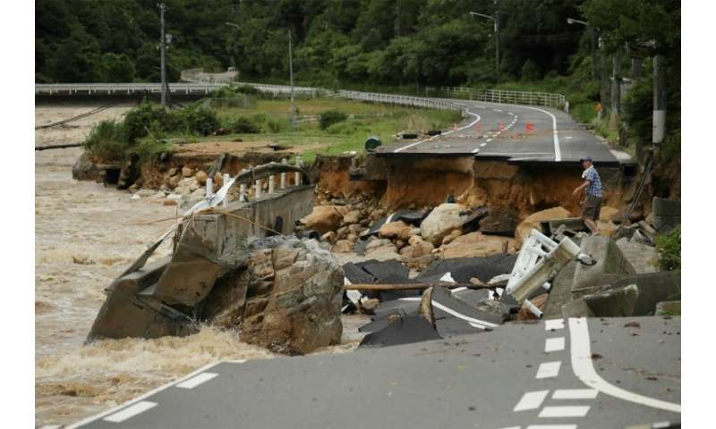 Heavy floods rocks Japan in a MASSIVE way!!!