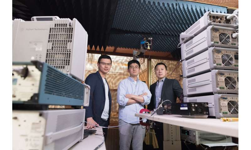 Merging antenna and electronics boosts energy and spectrum efficiency