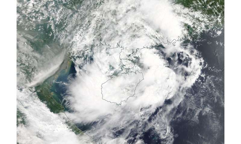 NASA eyes Tropical Storm Son-Tinh affecting Hainan Island, China