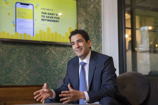 New financial apps demystify stocks and bonds for Latinos