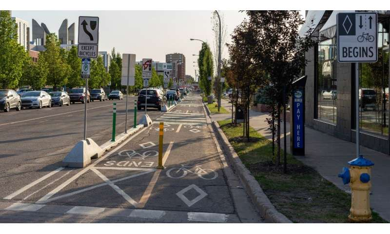 Time Travel On University Avenue >> Protected Bike Lanes Reduce Stress Travel Time For Riders Study