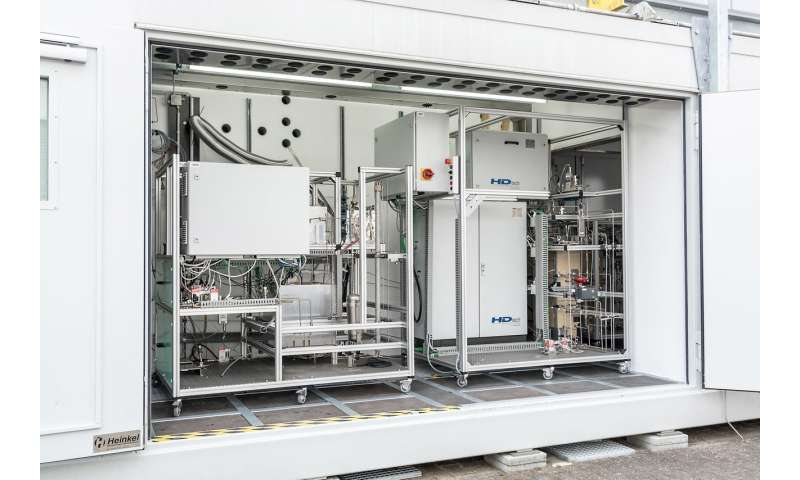 Replacing crude oil with alternative fuels: Biofuel from a container