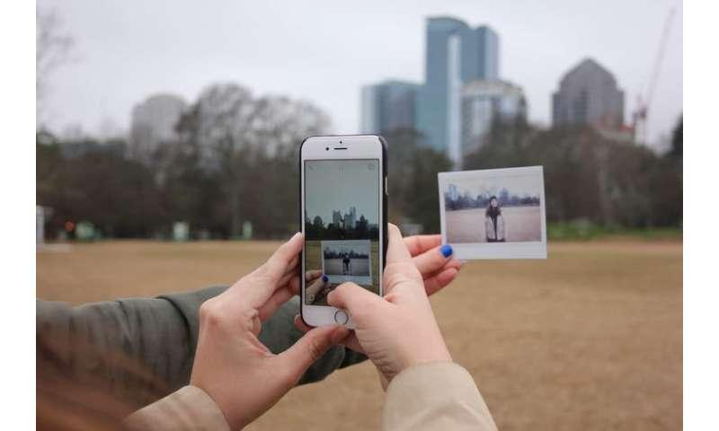 Same, same but different: Tinder profiles around the world