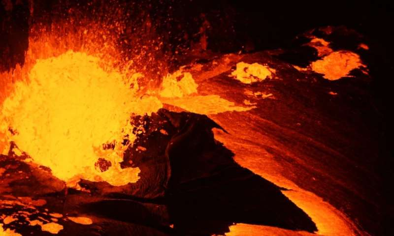 Size matters: if you are a bubble of volcanic gas