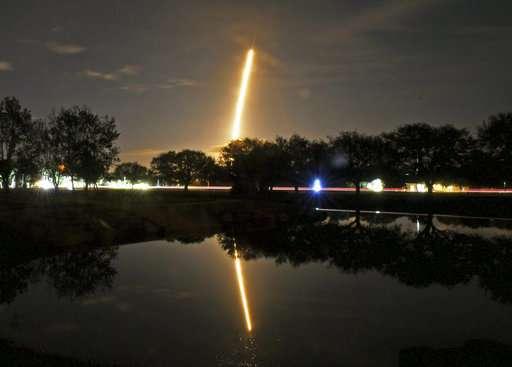 SpaceX launches secret satellite Zuma on 1st flight of year