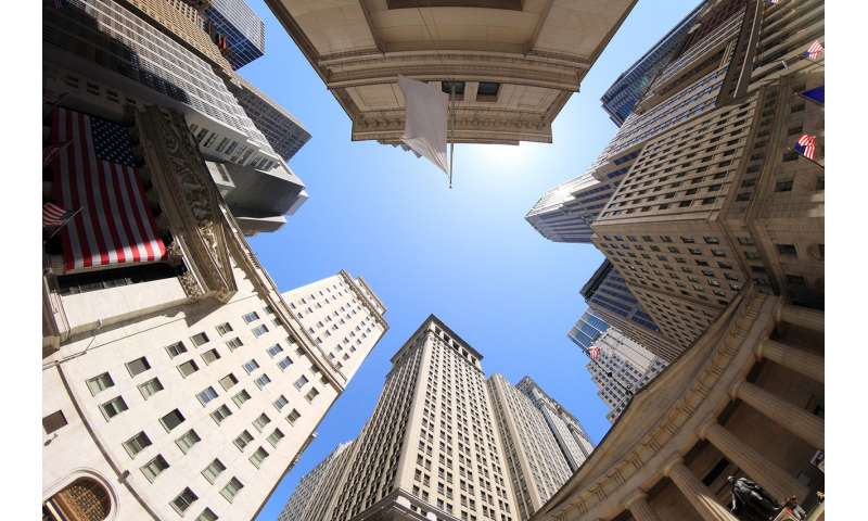 Stock investors on higher floors take more risks – here's why