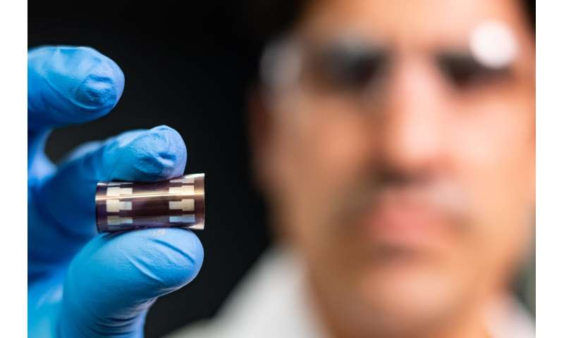 Stretchy solar cells a step closer
