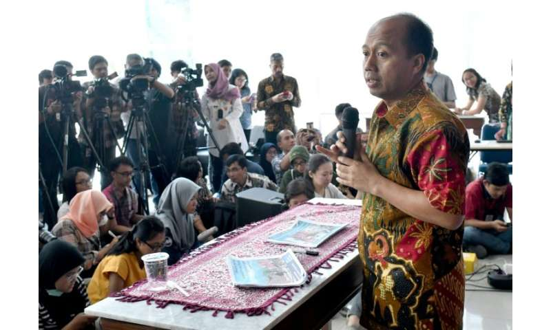 The efforts of the Civil Protection Agency are headed by spokesman Sutopo Purwo Nugroho, who won admirers for the fight against the updating