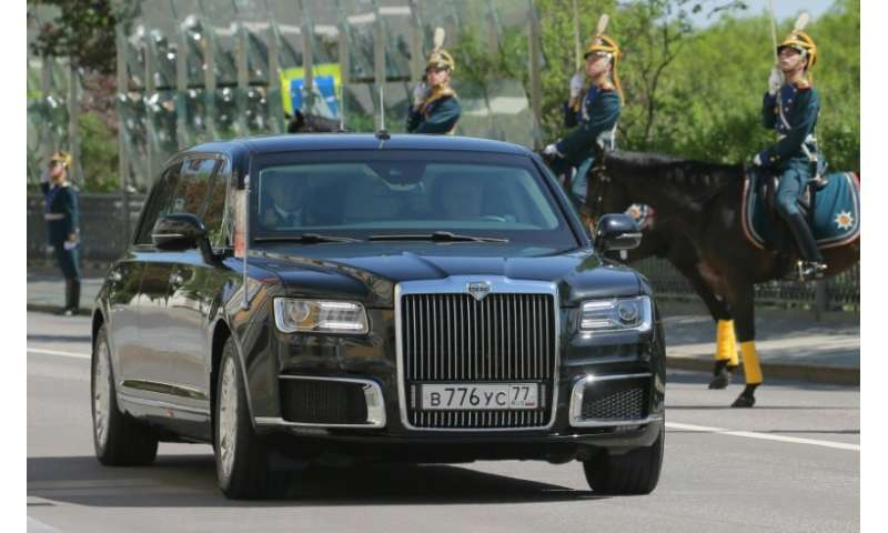 putin rolls out new russian limo at inauguration. Black Bedroom Furniture Sets. Home Design Ideas