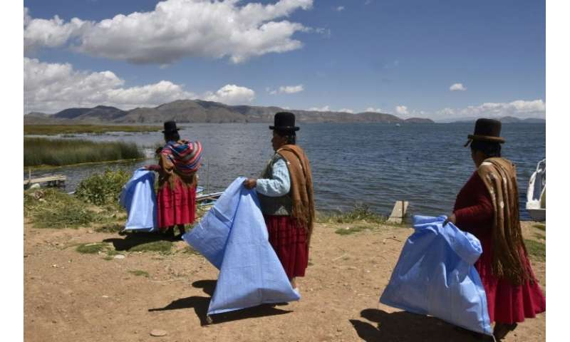 The women's efforts to clean up Lake Titicaca unfortunately may be just cosmetic, as wastewater from the surrounding region is p