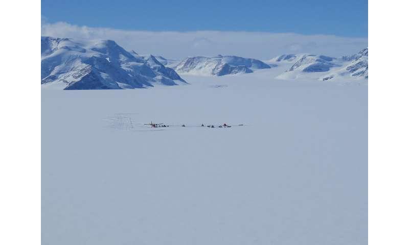 Een Warme Winter : Warm wind melts snow in antarctica in winter as well
