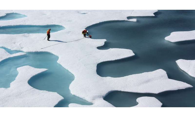 Weather anomalies accelerate the melting of sea ice
