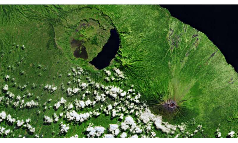 Copernicus Sentinel-1 reveals shared plumbing led to Agung awakening