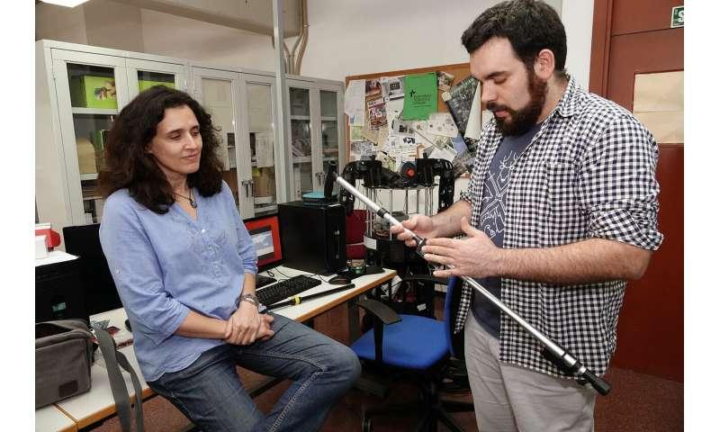 Mechanized cane measures patients' rehabilitation process without noticing it
