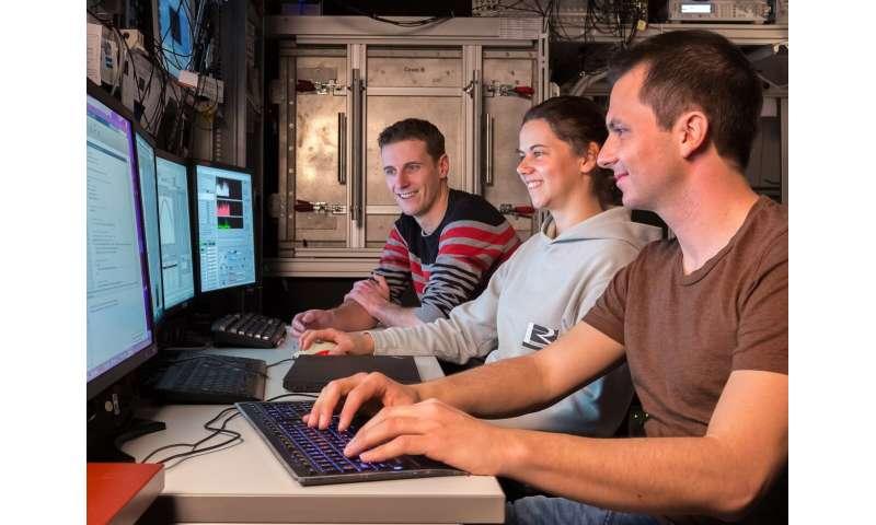 Quantum cloud computing with self-check