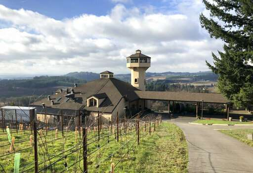 Shutdown casts pall on effort to help Oregon winegrowers
