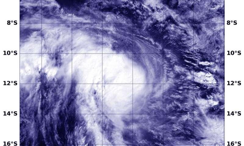 NASA's Aqua satellite tracks Tropical Cyclone Lorna