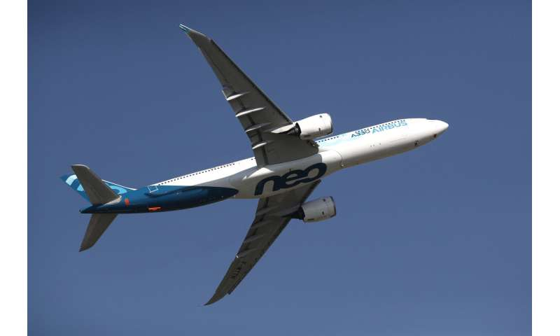 Boeing apologizes for Max crashes as Airbus rakes in sales