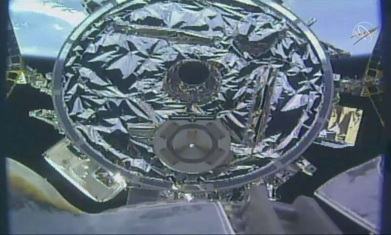 Private cargo ship brings Easter feast to the space station