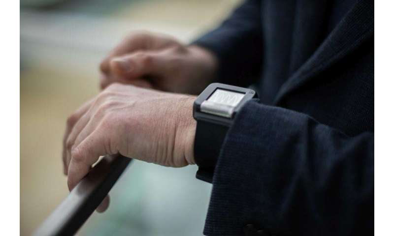 Smart wrist-worn device can alert about dangerous health conditions