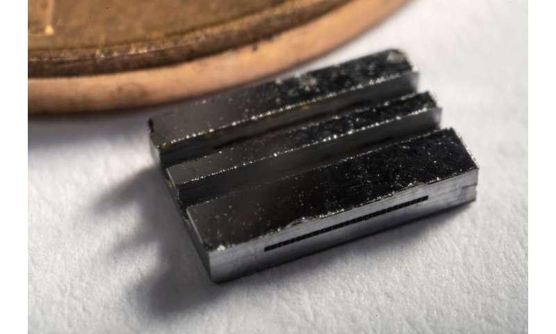 Atomic beams shoot straighter via cascading silicon peashooters