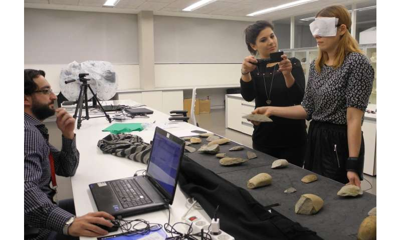 Study of emotional response to the interaction between hand and stone tool