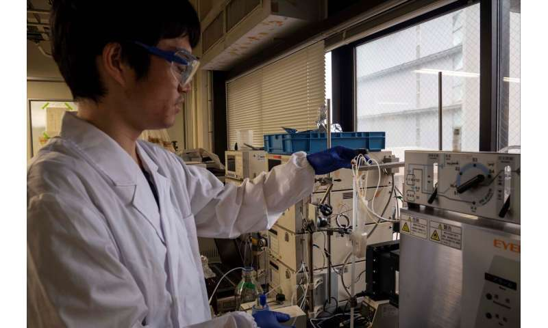 Fighting drug resistance with fast, artificial enhancement of natural products