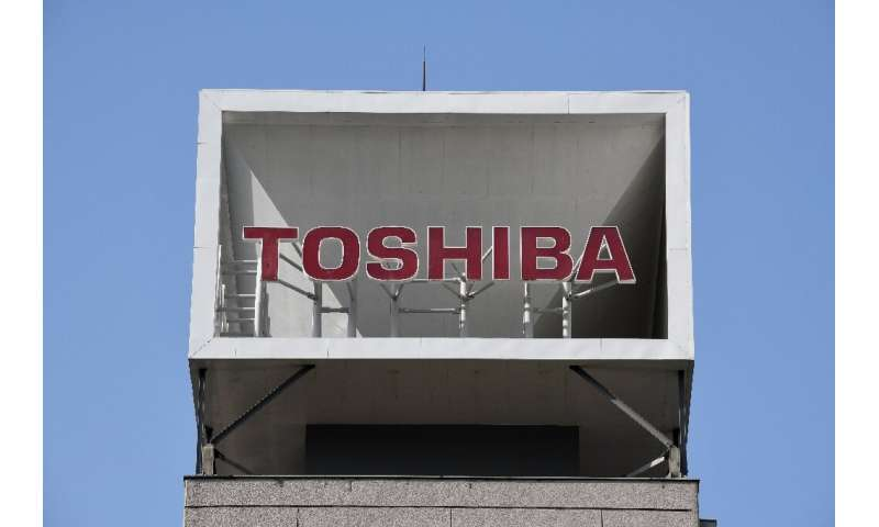 Toshiba net profit up on chip business sale