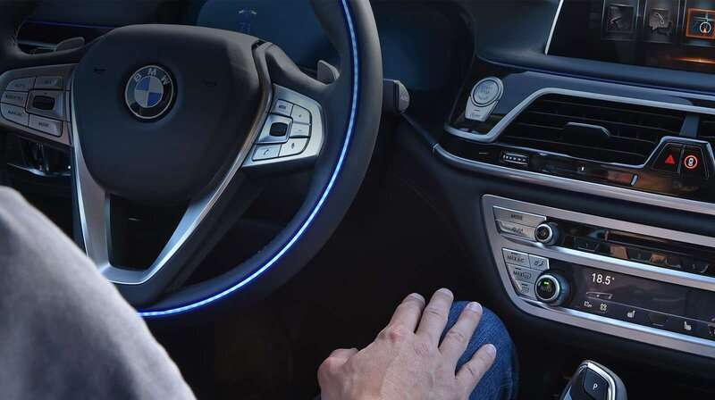BMW puts traffic light recognition to the test