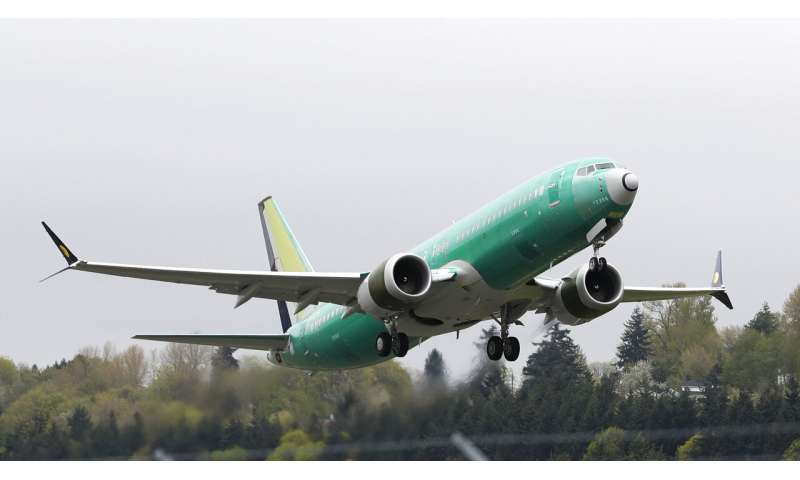 Boeing didn't tell airlines that safety alert wasn't on
