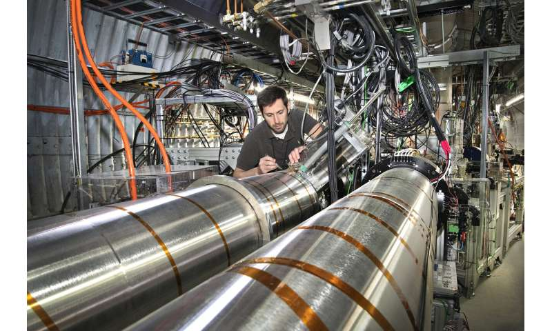 Electron bunches keep ions cool at RHIC