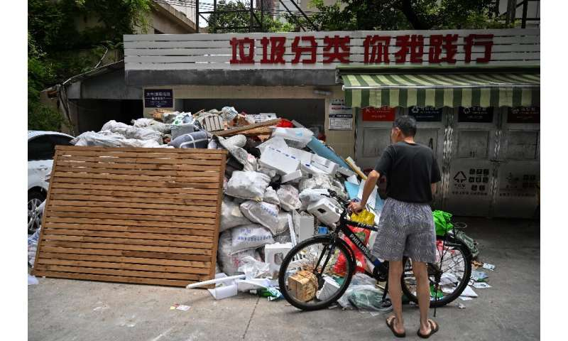 Shanghai leads battle against China's rising mountain of trash