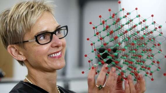 Experts develop nanolasers on silicon