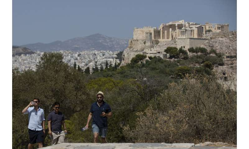 Hot weather in Greek capital shuts down Acropolis