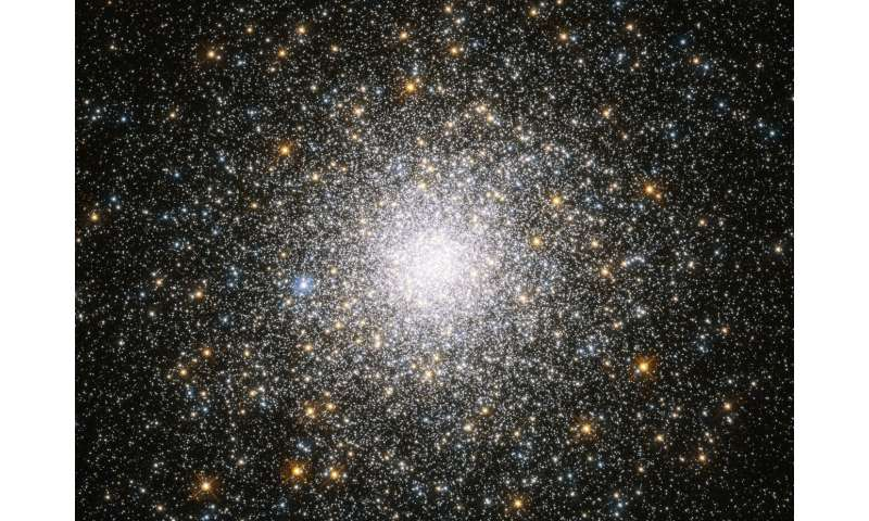 Hubble snaps a crowded cluster