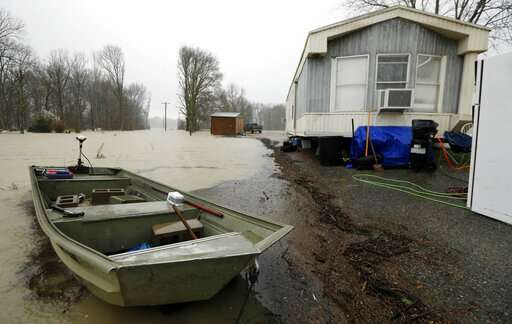 In Mississippi backwater, flood rises after weeks of waiting